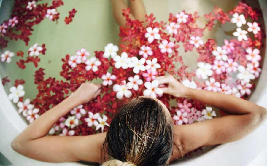 Veja Três Banhos Para Ficar Mais Atraente - Simpatia para ficar ... 4f6d62d0b5a9a