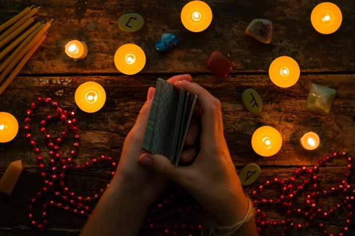 embaralhar cartas de tarot